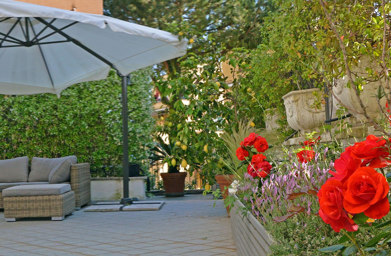 Terrazzo in pieno sole per il gioco e per l\'estate | Fabio Masotta